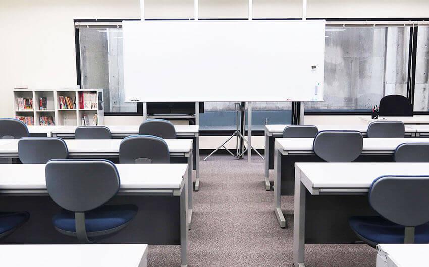 アミューズメントメディア総合学院マンガイラスト学科の教室1